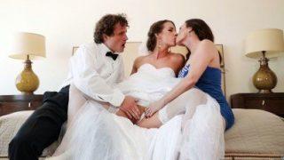 Düğünde Damadın Üvey Annesi İle Grup Yapan Çift